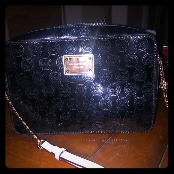 Michael Kors Handbags - Michael Kors crossbody- only used once